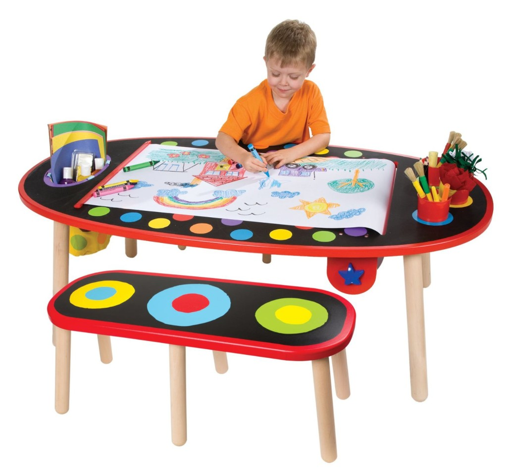 Cool Art Table For A 4 Year Old Child