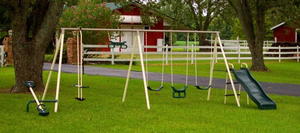 affordable outdoor swing set