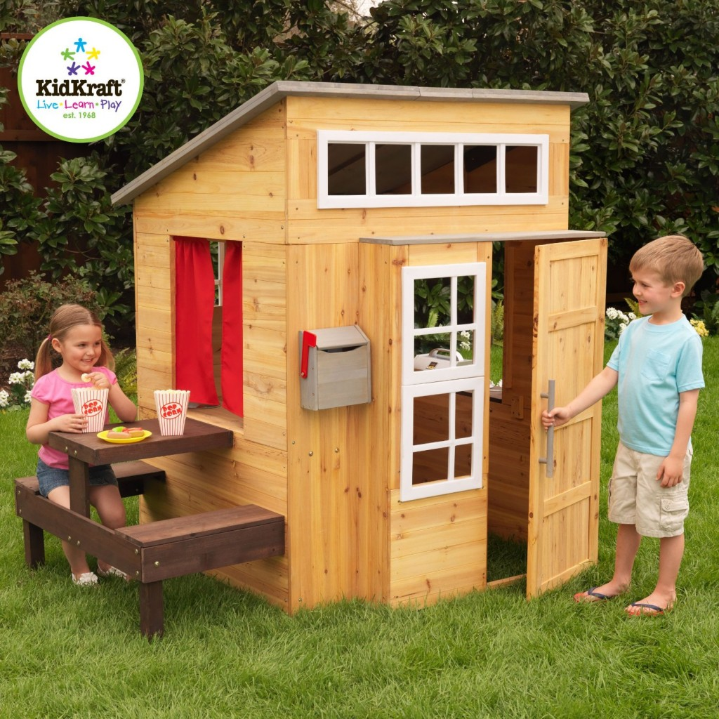 Adorable outdoor wood cottage playhouses for kids for Casita infantil jardin
